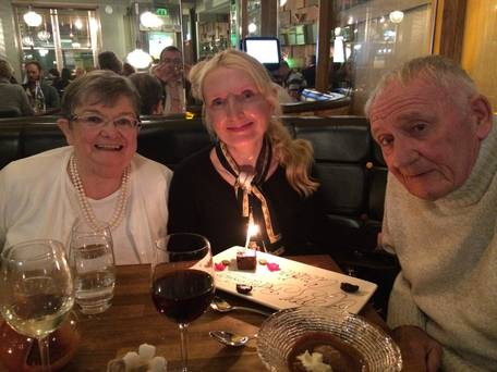 Irish author Claudia Carroll (center) with her parents. (PHOTO: independent.ie)