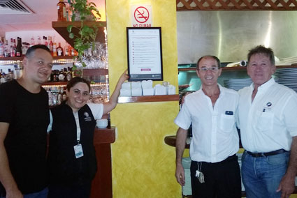 Restaurant workers display Decalogue of patrons' rights. (PHOTO: dqr.com)