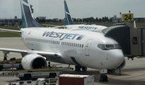 WesJet planes at Merida International Airport. (PHOTO: buenosdiasmerida.com.mx)