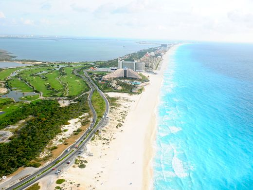 PHOTO: Cancun Visitor and Convention Bureau.