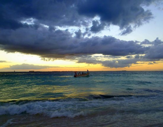 Sunset at Playa Centro on Isla Mujeres (PHOTO: Lynda/Lawrie Locke)