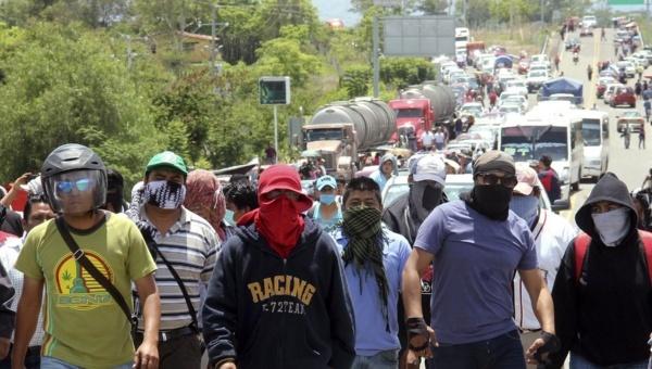 Teachers union has expanded blockades from roads to railways. (PHOTO: telesurtv.net)
