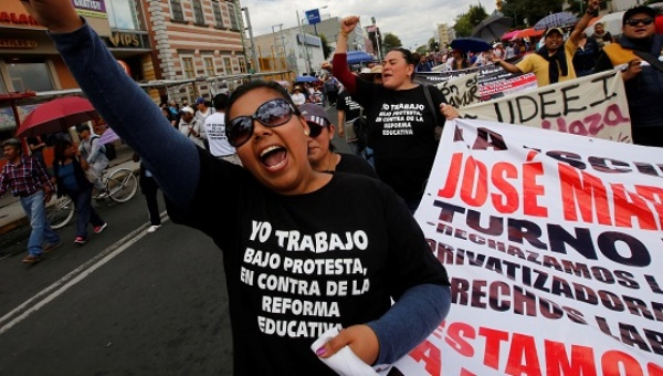 Teachers strike continues. (PHOTO: telesurtv.net)