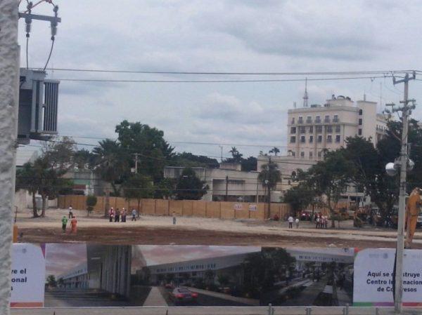 Work is underway on the new international convention center in Merida's hotel zone. (PHOTO: formalprision.com)
