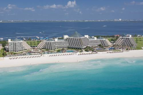 Cancun's Hotel Paradisus. (PHOTO: priceline.com)