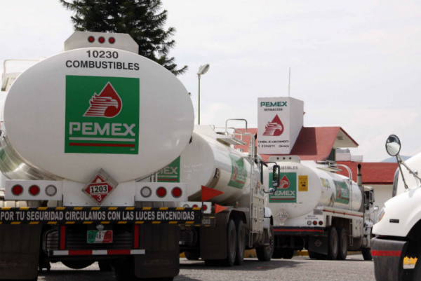 Pemex tanker trucks. (PHOTO: elarsenal.net)