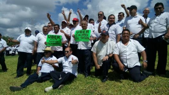 Cancun taxi drivers demonstrated against Uber. (PHOTO: sipse.com)