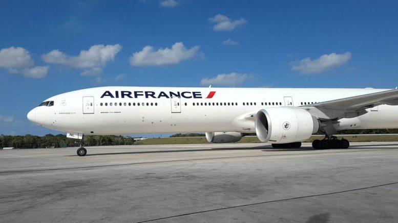 Air France aircraft at Cancun Airport (Photo: Riviera Maya News)