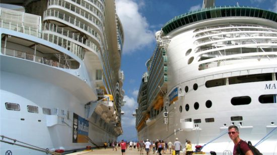 Many cruise ships are docking at Cozumel to avoid Hurricane Matthew. (PHOTO: riviera-maya-news.com)