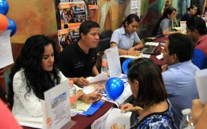 Recruiters meet with job seekers at job fair in Playa del Carmen. (PHOTO: riviera-maya-news.com)