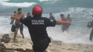 Cuban rafters run to escape capture on Isla Mujeres. (PHOTO: youtube)