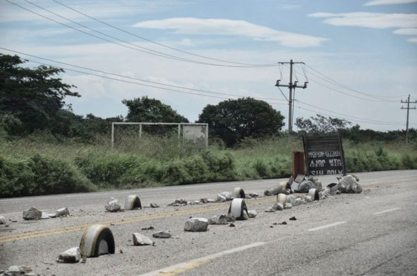 Thieves use rocks and debris to stop and divert roadway traffic in Oaxaca. (PHOTO: travelsandtripulations.com)
