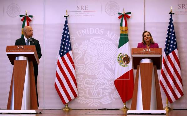 Top U.S. and Mexican officials met Tuesday Oct. 11 to discuss immigration and other bilateral issues. (PHOTO: efe.com)
