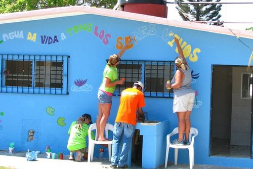Volunteers at work in Mexico. (PHOTO: One World 365)