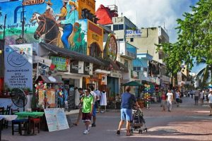 Playa del Carmen's 5th Avenue. (PHOTO: blueplayarealestate.com)