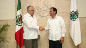 Cuba's ambassador in Mexico met with Merida's mayor recently. (PHOTO: unionyucatan.mx)