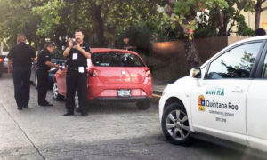 Cancun officials round up Uber cars. (PHOTO: palcoquintanarooense.com)