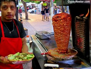 Tacos al pastor vendor in Cancun. (PHOTO: huffingtonpost.com)