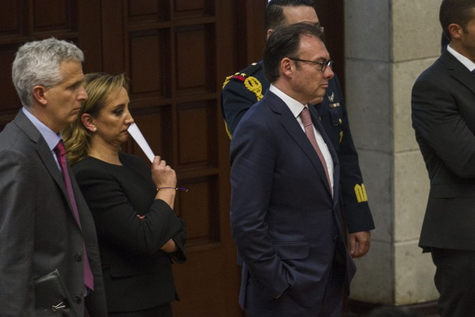 Luis Videgaray, center, replaces Claudia Ruiz Massieu as foreign minister. (PHOTO: La Capital)