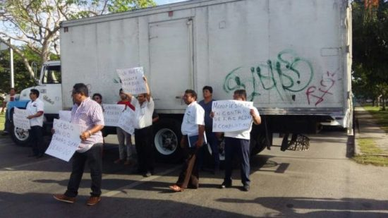 In Yucatan, drivers blocked several roads to protest gasoline price hikes. (PHOTO: sipse.com)
