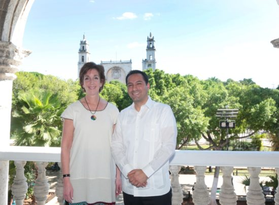U.S. Ambassador to Mexico Roberta Jacobson with Merida Mayor Mauricio Vila Dosal. (PHOTO: yucatan.com.mx)
