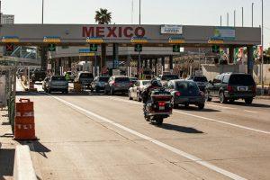Cars in line at Mexican border at San Ysidro, Calif. (PHOTO: kpbs.org)