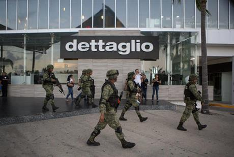 Mexican soldiers enter the Plaza las Americas shopping mall in Cancun following reports of gunfired. (PHOTO: ap.org)