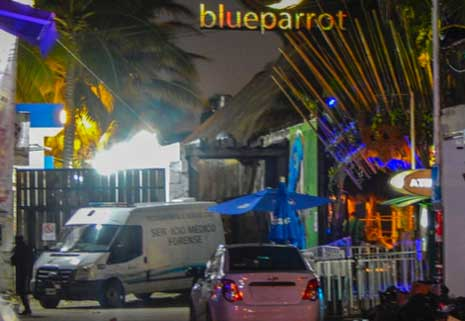 Emergency vehicles outside the Blue Parrot nightclub in Playa del Carmen, after a shooting recorded January 16, 2017. Photo: Afp