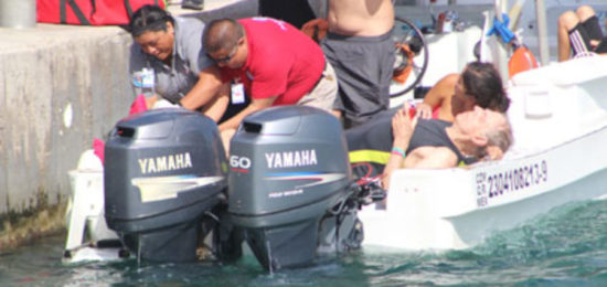 American tourist is attended by paramedics after being struck by boat propeller. (PHOTO: Diario de Quintana Roo)