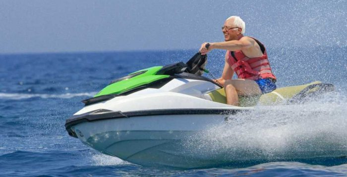Bernie Sanders on new Kawasaki wet bike (Photo: diariojudio.com)