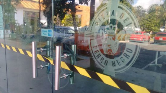 Cancun restaurant Pizza del Perro Negro has closed after an alleged extortion attempt. (PHOTO: noticaribe.com)