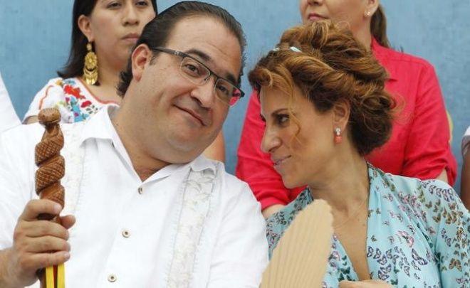 Former Governor of Veracruz Javier Duarte with his wife Karime Macías. (Photo: Debate)