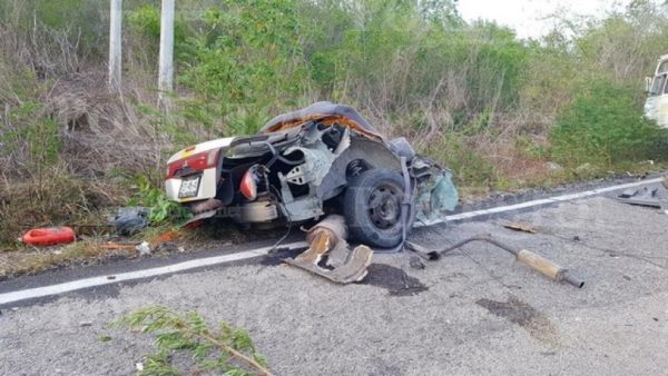 Remains of the Sentra after hitting a touristbus (Photo: Google)