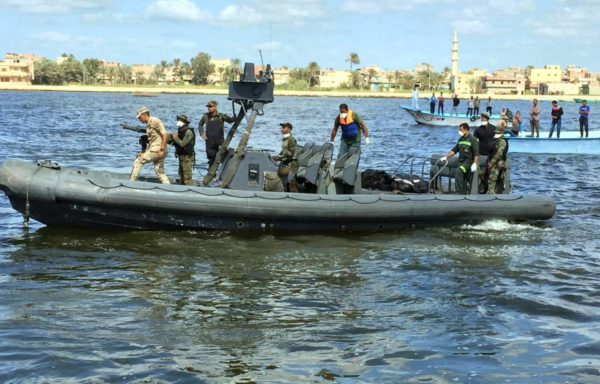 Mexican Navy Rescueing the Lost Fishermen (Photo: Yucatán a la Mano)