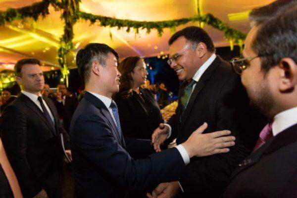 Rolando Zapata Governor of Yucatan meet Samsung repersentatives (Photo: Google)