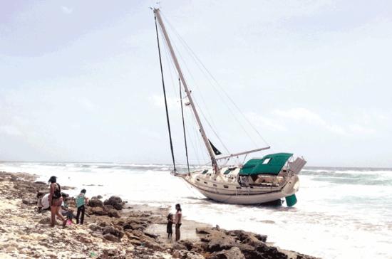 Abandoned sailboat on Cozumel. PHOTO: La Verdad