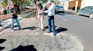 Officials review street damage by vandals. PHOTO: El Debate