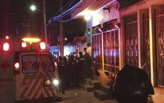 The scene outside the apartment where attack occurred. PHOTO: cancunissimo.com