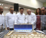 Merida Mayor watching the model of the new hospital Faro del Mayab (Photo: Google)