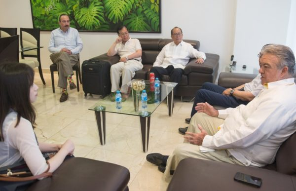 The general coordinator of Governor's Advisors, Eric Rubio Barthell (on the right), welcomes a Chinese entrepreneurs delegation in Merida