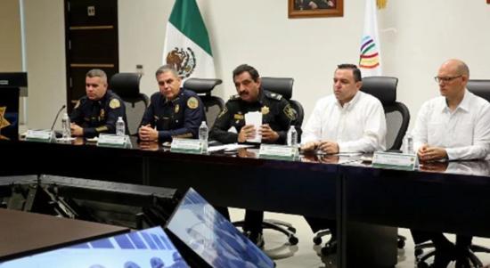 Miami and Yucatan police commanders met with U.S. Consul David Mico, far right. (PHOTO: Yucatan State Government)