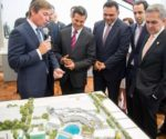 President Enrique Peña Nieto, Gov. Rolando Zapata Bello and other officials review real estate project. (PHOTO: Yucatan State Government)