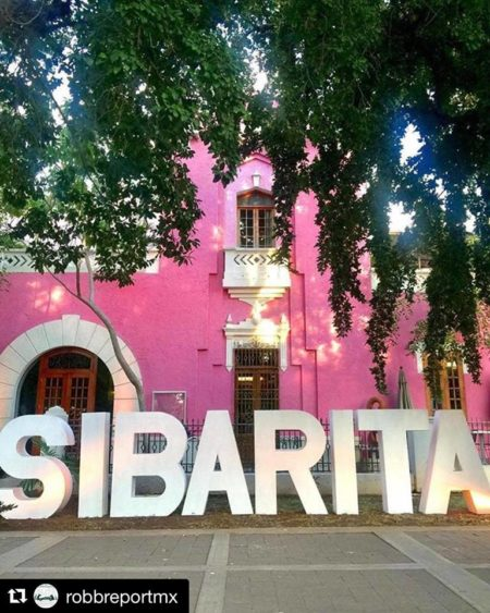 Club sibarita where foreigners and local epicureans wine for Sibaritas club