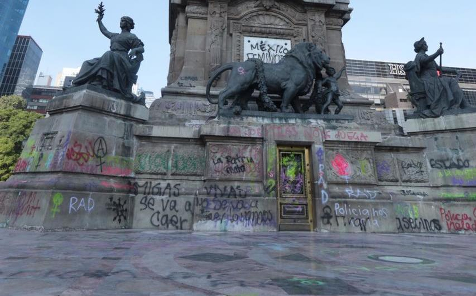 Protesters deface iconic Angel of Independence with graffiti