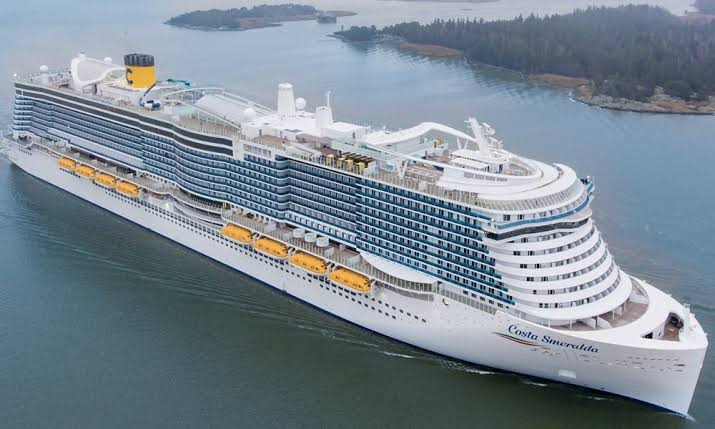 7,000 people held on cruise ship due to coronavirus