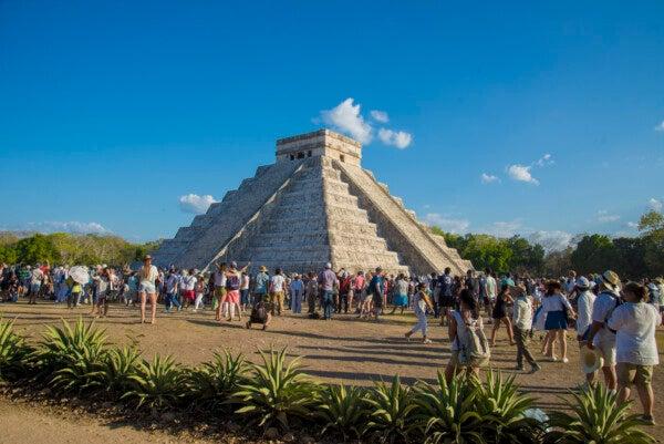 This image has an empty alt attribute; its file name is Equinoccio-de-primavera-en-Chichén-Itzá.jpg