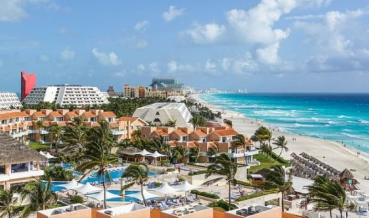 This image has an empty alt attribute; its file name is Cancun-pixabay.jpg