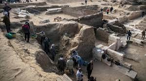 Egipto anuncia el histórico hallazgo de una ciudad perdida bajo la arena de  Luxor